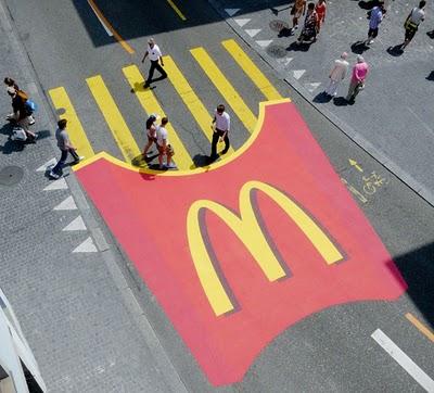 Guerilla_McDonalds_PommesTuete